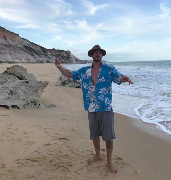 David Martins trocou o frio novaiorquino direto pelo calor e a efervescência de Trancoso, na Baiha. Indiscutivelmente, o epicentro do réveillon no Brasil quando se trata de badalação (Foto/Instagram)