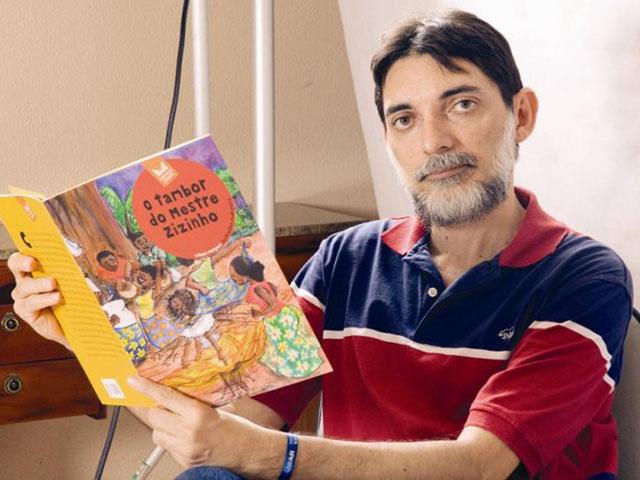 Resultado de imagem para wilson marques lança caixa de livros