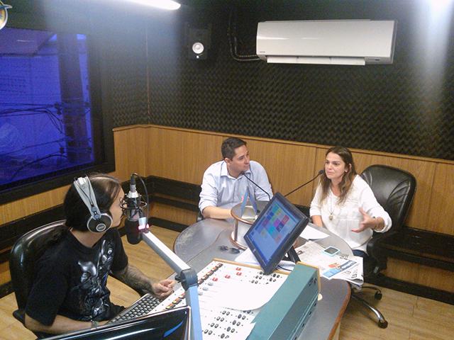 Gerentes de Marketing Gustvao Santana (Rádios e Portal) e Viviane Madorra (TV MIrante)