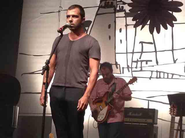 Cantor e compositor Cláudio Lima e banda na estreia do projeto Rico Choro com Vida, do ativista e produtor cultural Ricarte Almeida.