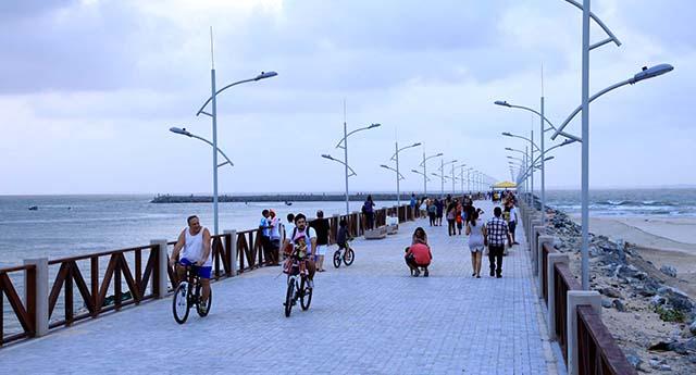 Espigão Costeiro, na Ponta D`Areia, é um dos pontos de diversão do projeto Mais Cultura e Turismo. Foto: Divulgação