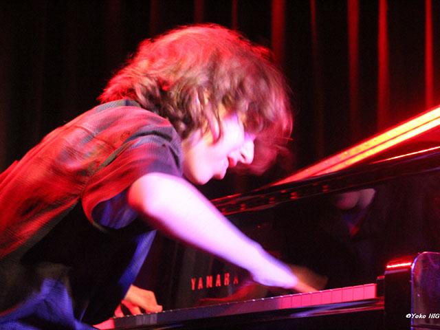 Pianista israelense Gadi Lehavi no sábado, na Praça Maria Aragão. Foto: Taciano Brito