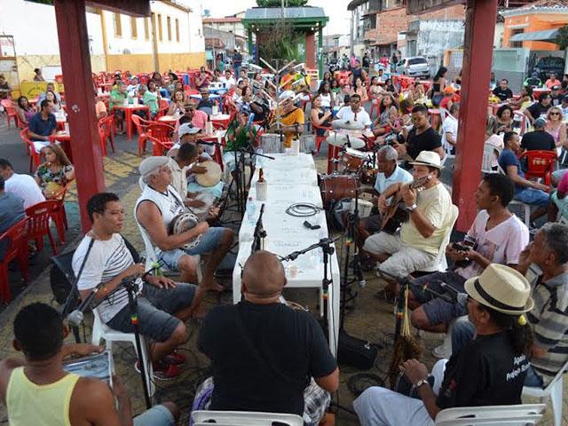 Grupo Madrilenus animando a Madre Deus, com samba. Foto: Divulgação