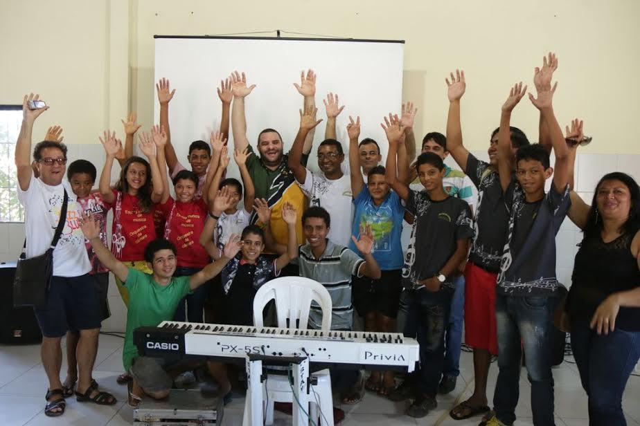 Oficina musical com crianças em Barreirinhas. Foto: Assessoria Festival