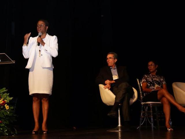 Secretária-adjunta de Turismo do Maranhão, Delma Andrade, em conferência. Foto: Taciano Brito