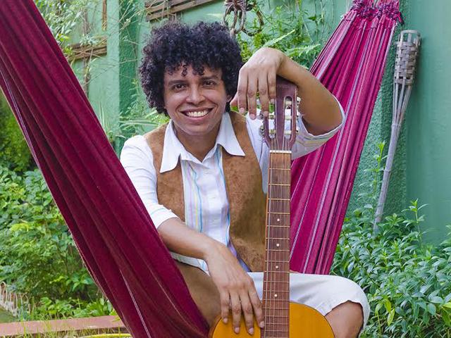 Ator e músico Luis Eduardo Luca, do Teatro Tablado e da banda musical Bangalafumenga (do Rio de Janeiro) Foto: Divulgação