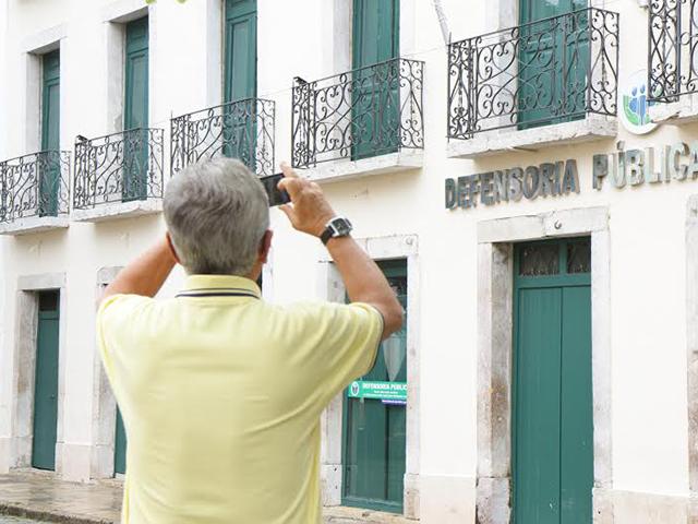 Registro do prédio da Defensoria Pública Estadul, localizado na Rua Portugal, na Praia Grande. Foto: Taciano Brito