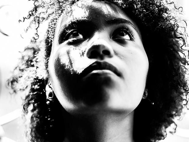 A cantora Núbia, sensação na nova cena musical de São Luís, é uma das atrações da Soul Groove, no Novo Odeon. Foto; Divulgação