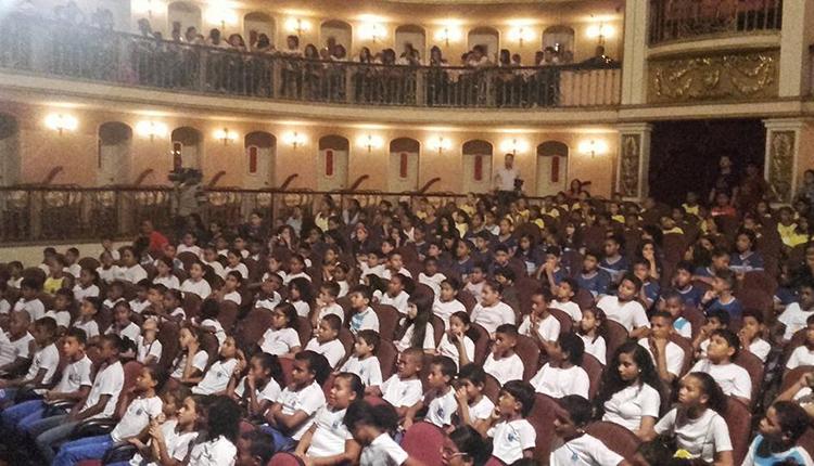 Cerca de 500 alunos participaram do ensaio aberto, com Miguel Proença, realizado no Arthur Azevedo, Foto: Divulgação