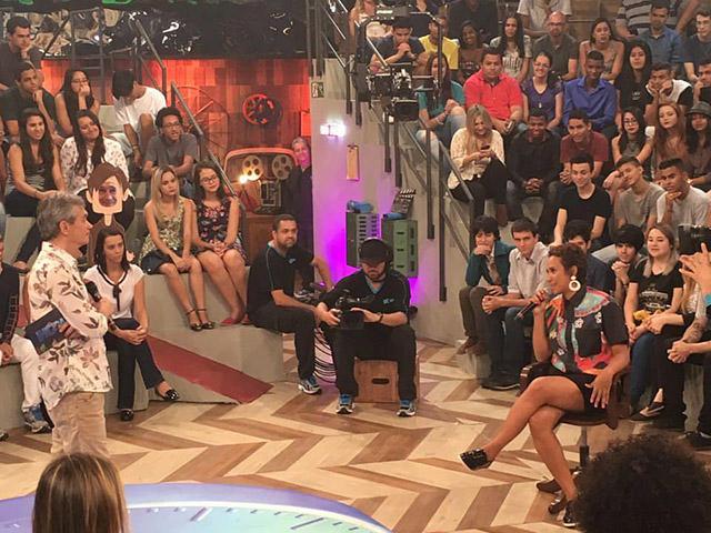 Serginho Groisman e Letycia Oliveira no Altas Horas. Foto; Divulgação