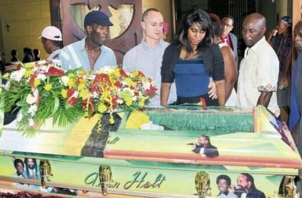 funeral de john holt
