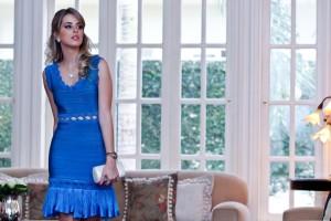 look-da-noite-Skazi-vestido-bandagem-vazado-azul-bic-com-babado-Analoren-sandália-schutz-tornozeleira-7