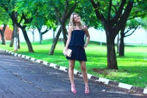 look-do-dia-vestido-preto-com-plissado-tutti-boutique-ribeirão-preto-sandália-pink-com-pedras-luiza-barcelos-carteira-dourada-full-store-11 (1)