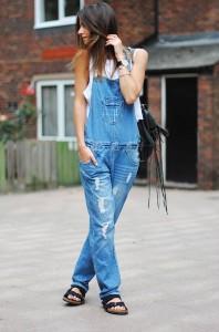 macacao-jardineira-jeans-tendencia-birkenstock-looks-jardineira