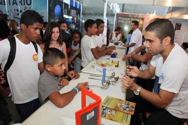 Foto 1 DOMINGO - Semana de Ciência e Tecnologia