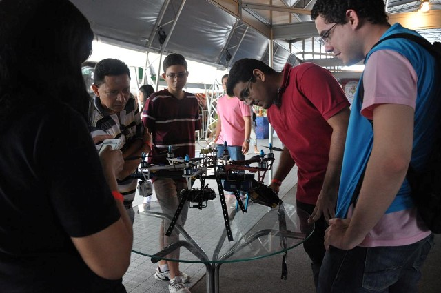 Foto 2 DOMINGO - Semana de Ciência e Tecnologia