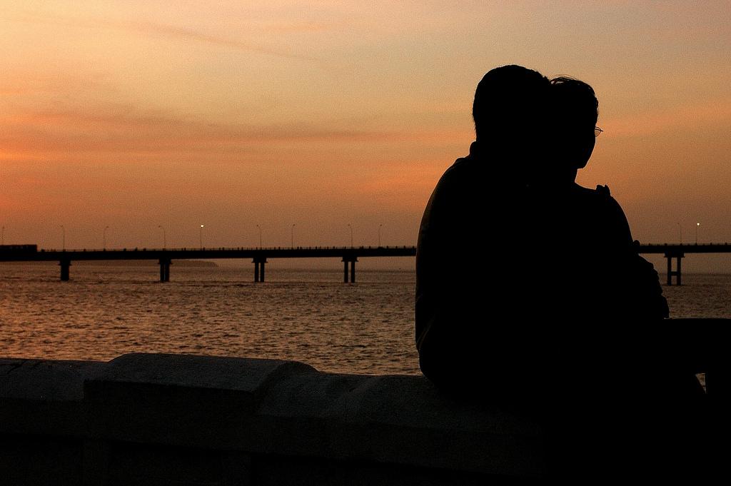 Resultado de imagem para casal a olhar-se