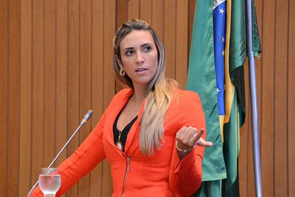 Deputada Andrea cobrará informações e providências sobre morte de paciente negligenciado no Hospital Macrorregional de Santa Inês