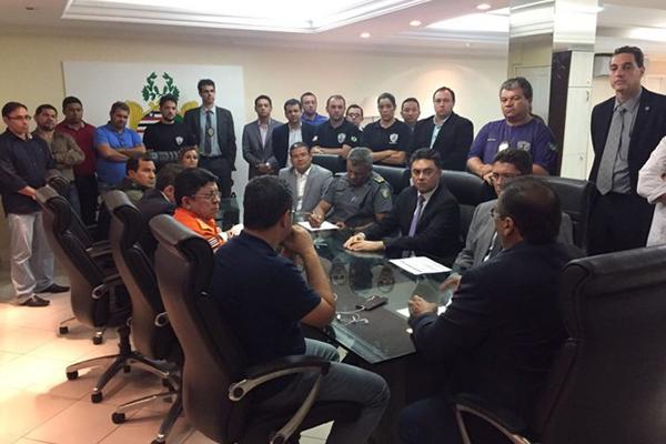 Cúpula da segurança pública se reuniu com o governador Flávio Dino durante a madrugada