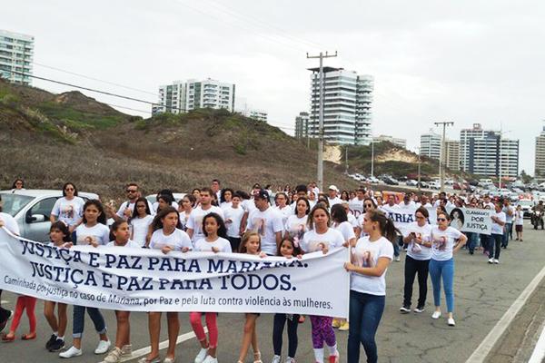 Aproximadamente 350 pessoas participaram da Caminhada por Justiça no caso Mariana Costa