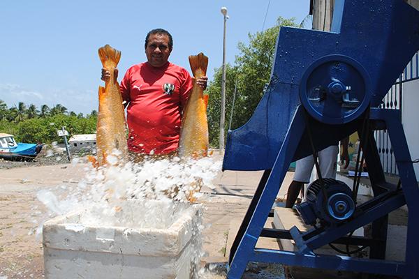 A nova Fábrica de Gelo, situada no Porto do Vieira, na sede, foi entregue ao povo este ano