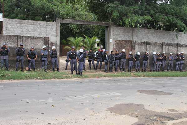 Prédio alugado pelo governo para instalação da Unidade da Funac é cercado por policiais