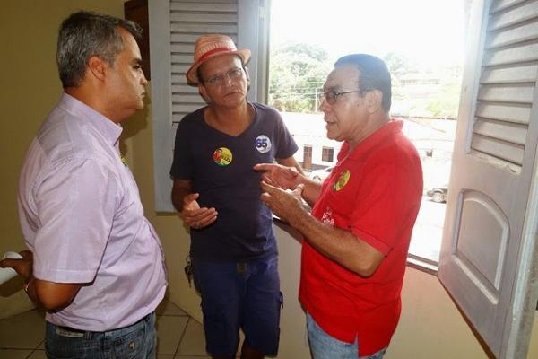 Jean Carlos, proprietário do imóvel alugado participa de encontro com Júlio Guterres